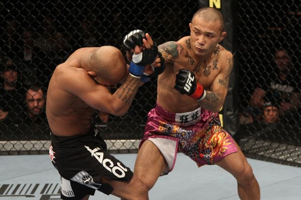 0_UFC-126-Yamamoto-vs-Johnson