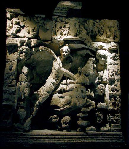 800px-Mithra_Musées_de_la_Cour_d'Or_100109.jpg